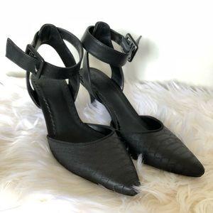 Simply Vera Size 7.5 Black Ankle Strap Pump